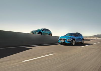 The Hyundai KONA Electric and KONA Mild-Hybrid driving next to each other